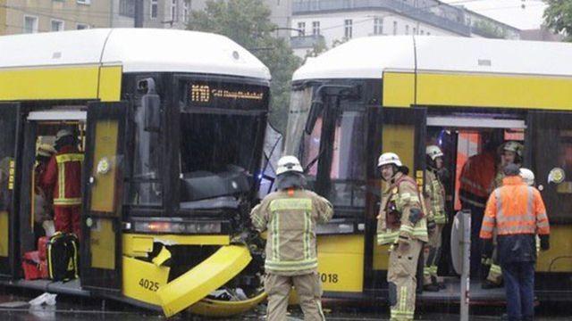 В Берлине столкнулись два трамвая, 27 пострадавших
