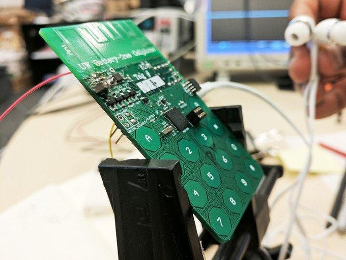 Создан телефон, работающий без аккумулятора