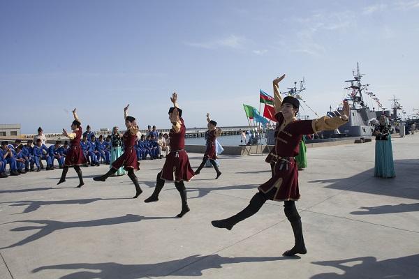 «آذربایجان قایتاغی رقصلری» توپلوسو ایشیق اوزو گؤردو-فوتو