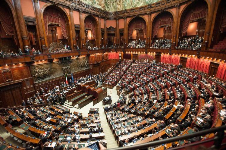 Bu Avropa ölkəsində deputatların sayı azaldılır