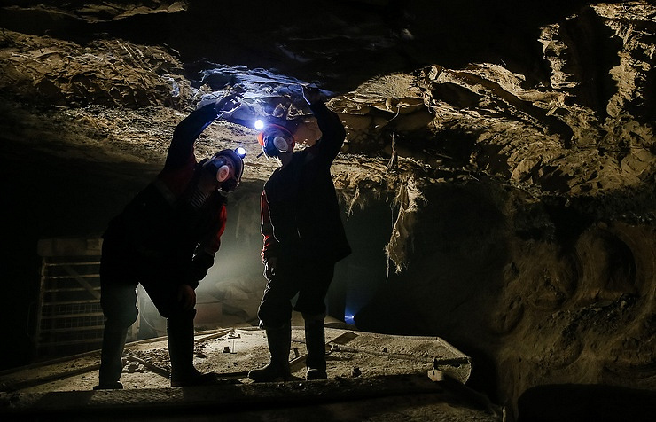 Three dead, 15 missing in flooded Chinese mine