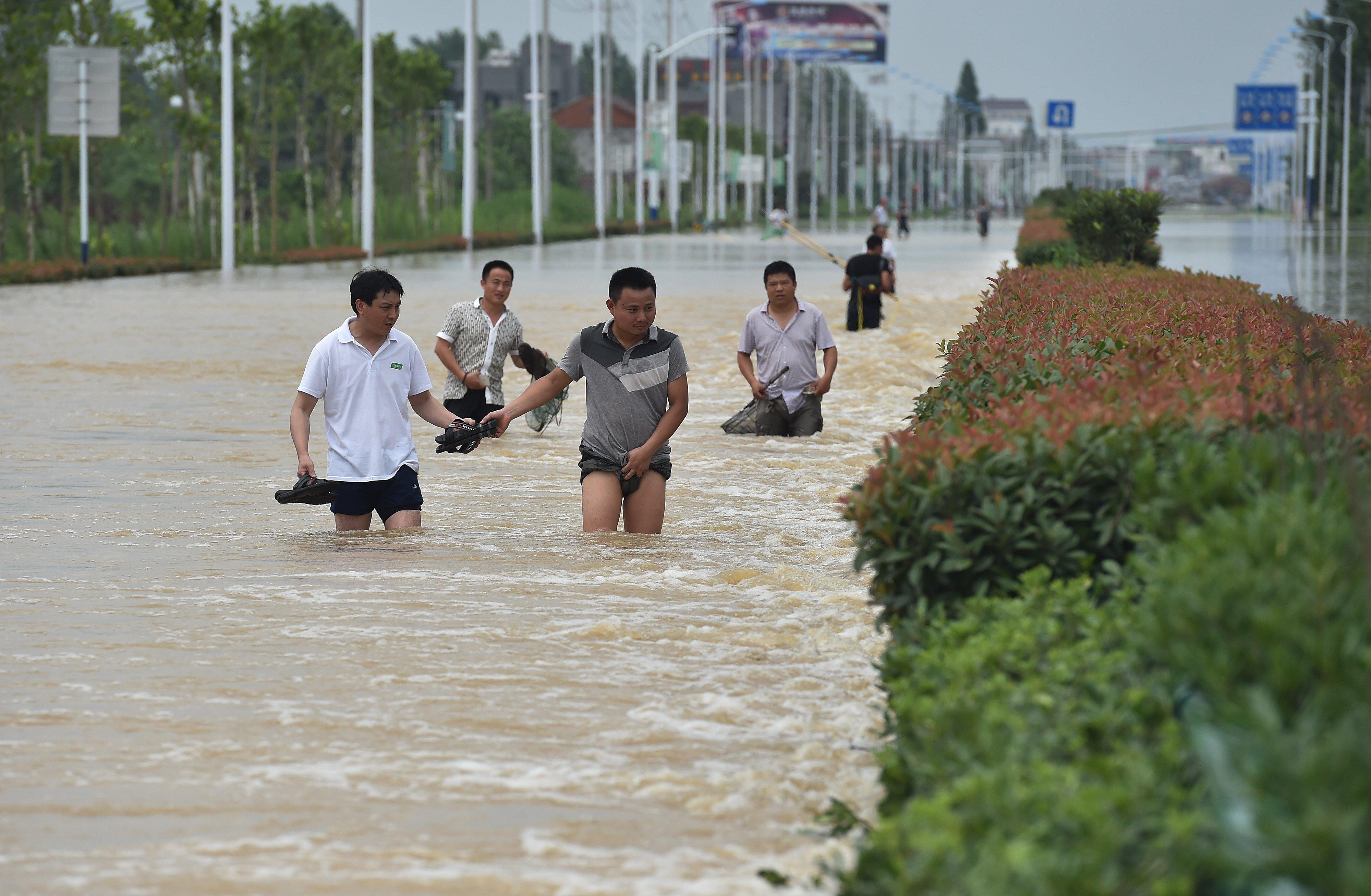 Yaponiyada sel fəlakəti: 70 nəfər öldü