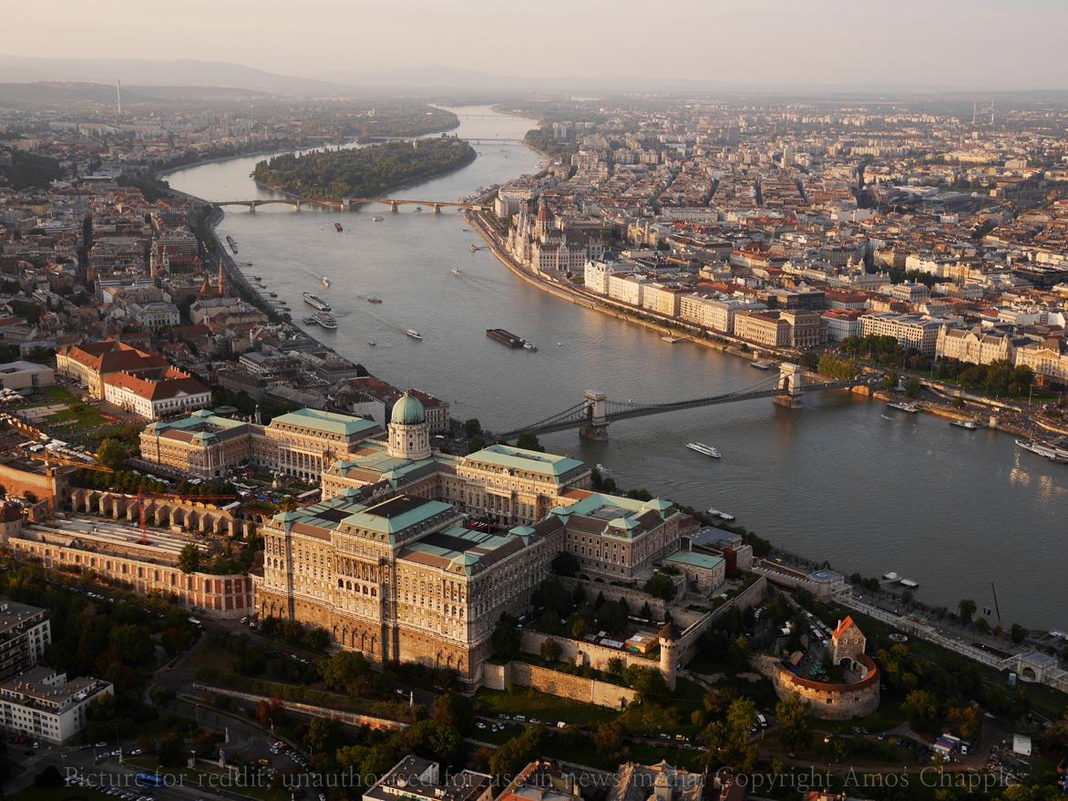 Macarıstanın otel biznesi çökür: 10 minlərlə insan...