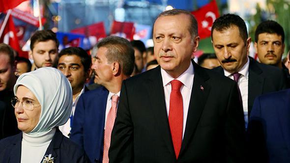http://cdn.axar.az/2017/07/16/cumhurbaskani-erdogan-o-ismi-yanina-koruma-olarak-aldi-h1500182888-417227.jpg