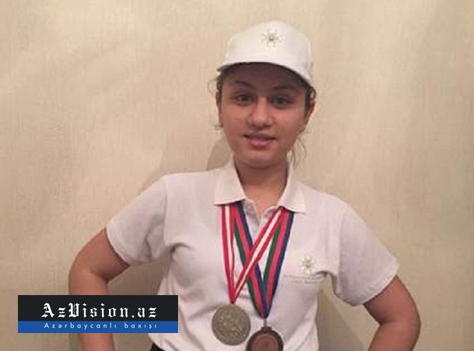 """700 bal toplayan 17 yaşlı qız: """"...kənddə oxumuşam"""" - Foto"""