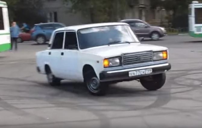 "آذربایجانلیلار روسییادا ""آوتوش""لوق ائدیر - ویدئو"