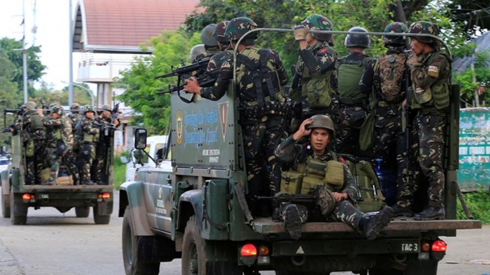 На Филиппинах миллионам детей запретили выходить из дома