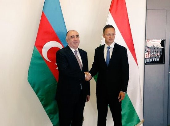 Azerbaijani, Hungarian FMs meet