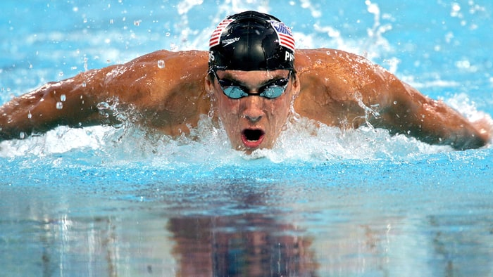 Olimpiya çempionu akulaya uduzdu - Video