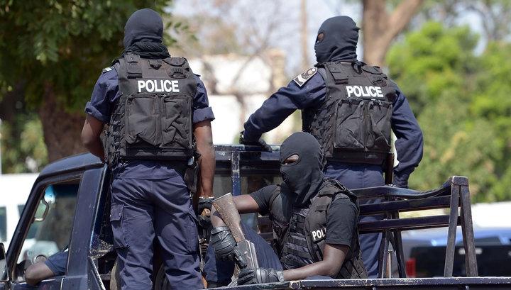 Во Франции вооруженные люди захватили заложников