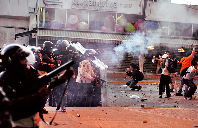 Venesuelada Suriya ssenarisi? – Neft bu ölkəni də dağıdır
