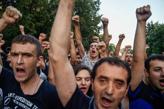 Мнацаканян: Армения погружается в пучину гражданской войны