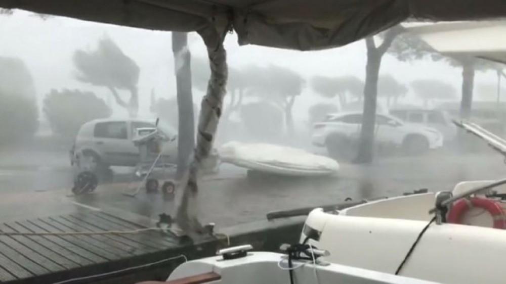 Filippində fırtına: 50 min insa təxliyə edildi