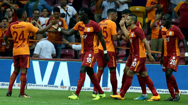 Galatasaray extend contract with Ryan Donk