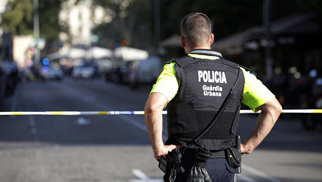 В Барселоне автомобиль сбил трех полицейских