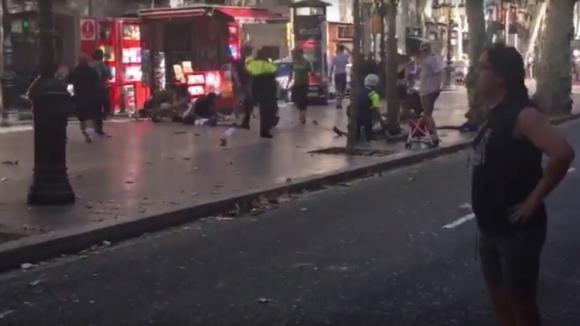 Барселону атаковали террористы - нападение на ресторан