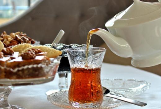 چای ایچه-ایچه سیقارت چکن کیشیلره خبردارلیق
