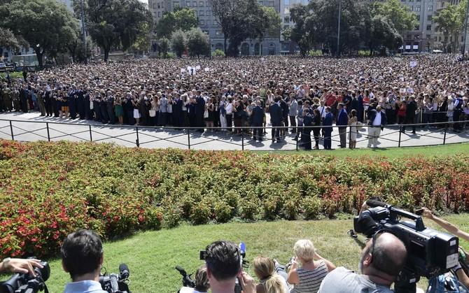 Многотысячное шествие в Барселоне в память жертв теракта