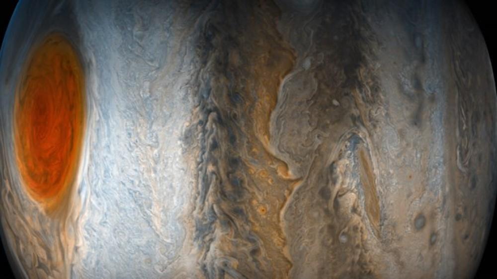 Yupiterin qeyri-adi fotoları nümayiş edildi