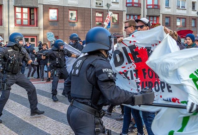 آوروپانین ایسلاملاشماسینا قارشی اولان میتینگ داغیدیلدی