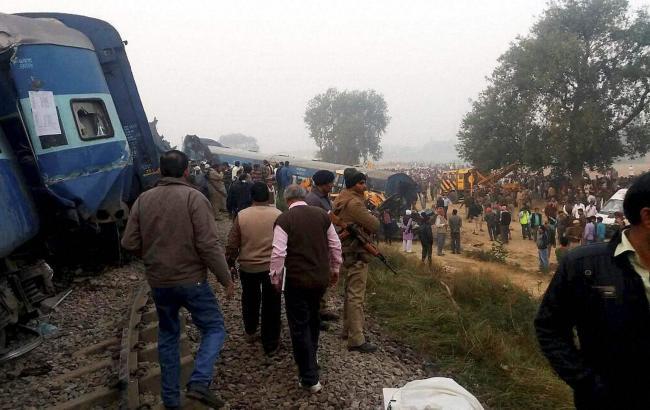 В Индии поезд сошел с рельсов: 20 жертв, 150 раненых