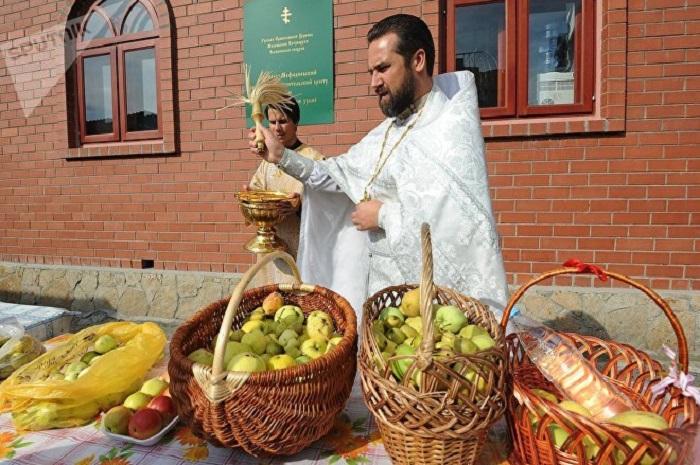 Православные отмечают праздник Преображения Господня