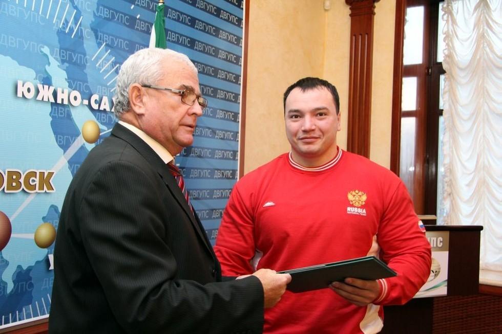 В Хабаровске убит чемпион мира по пауэрлифтингу - Видео