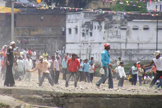 """В Индии """"заметали"""" камнями более 460 человек"""