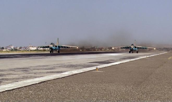 Attack aircrafts carry out training flights - Video