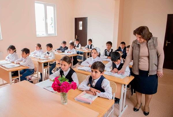 В Баку начался прием в I класс