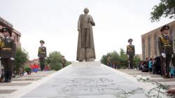 В России требуют снести памятники Нжде