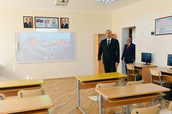 Prezident Sabunçuda 71 saylı orta məktəbdə...