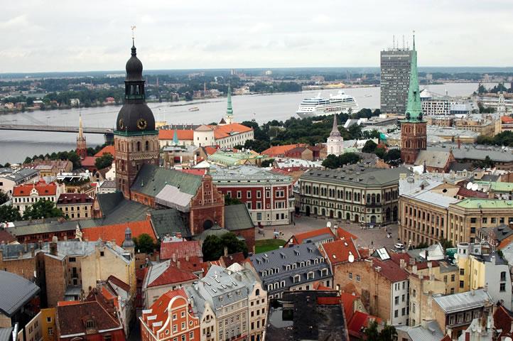 Rus dili vəhşilərin dilidir – Latviyalı bankir