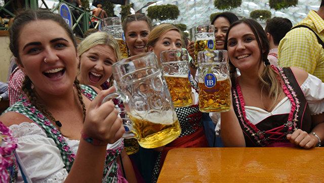В Мюнхене открылся 185-й фестиваль Октоберфест - Видео