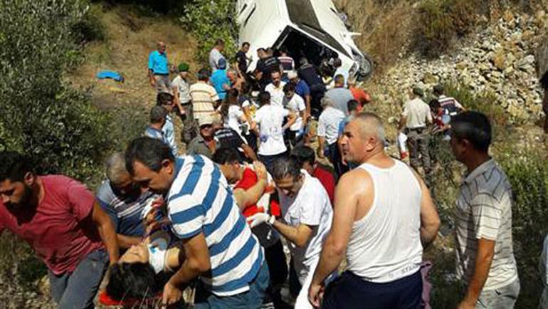 Bursada avtobus aşdı: 18 yaralı