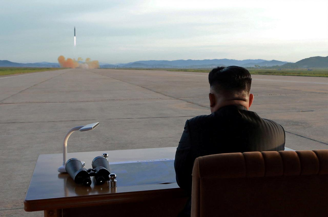 N. Korea fires 2 missiles for the US talks