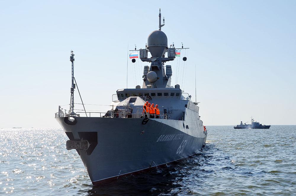 Rus hərbi gəmiləri Bakıda - Video