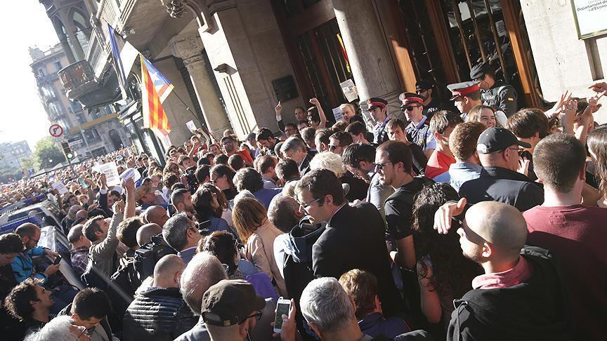 Испания не отпускает Каталонию - обыски
