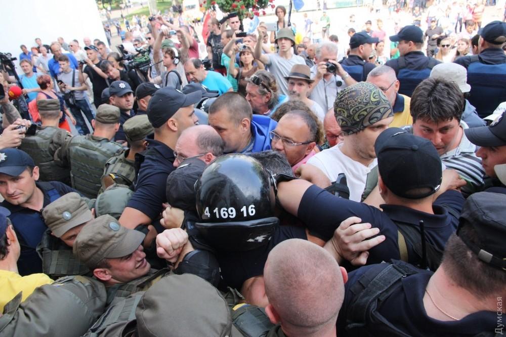 Одесситы штурмом взяли мэрию