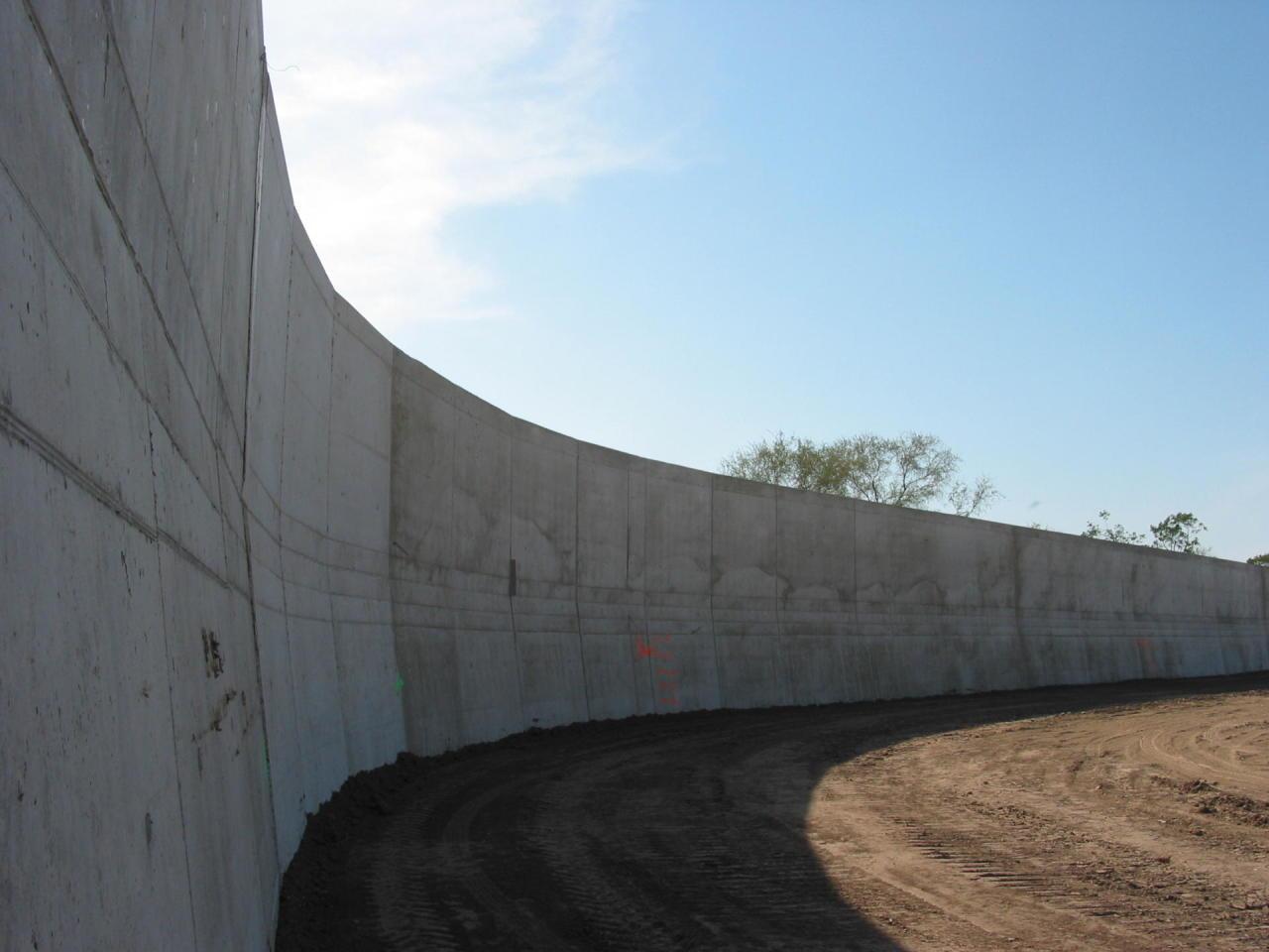 Турция завершает строительство стены на границе с Сирией