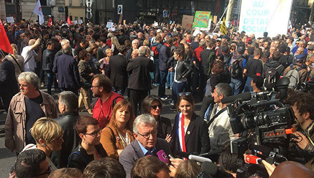 На акции протеста в Париже произошли столкновения