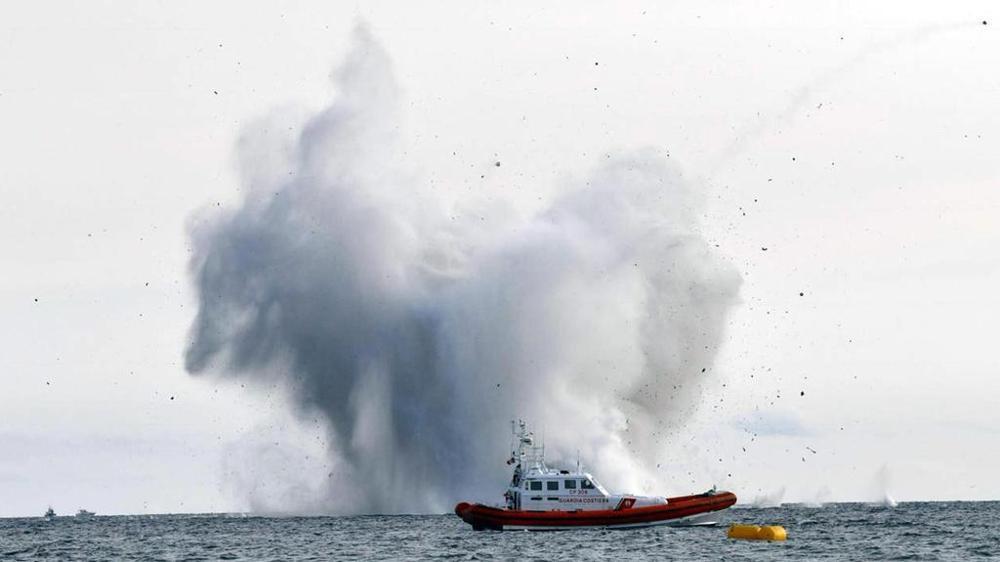 İtaliya qırıcısı şou zamanı qəzaya uğradı - Video