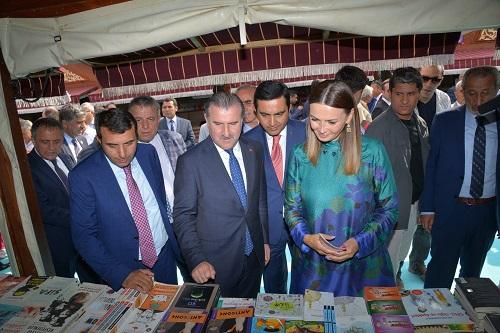 Millət vəkili Türkiyədə kitab sərgisində - Foto