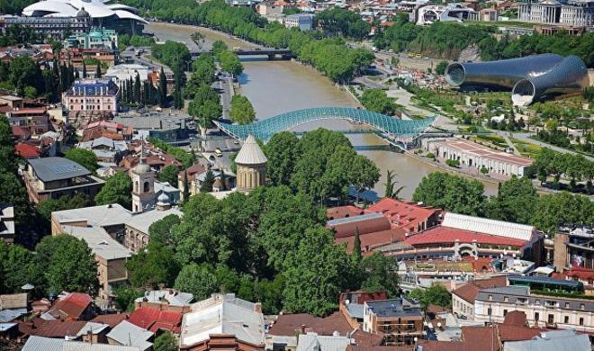 В Грузии предложили доставлять туристов РФ шаттлами из Баку