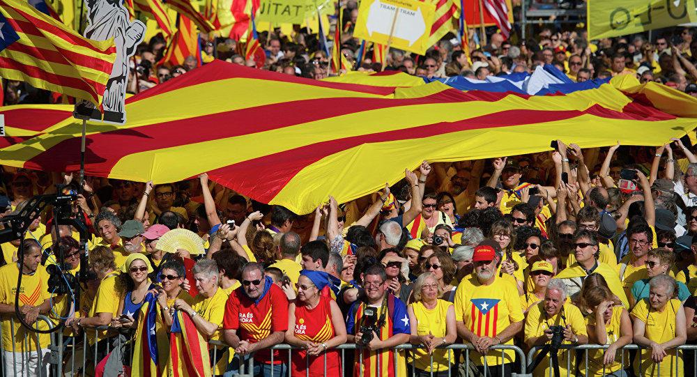 Мадрид пообещал лишить Каталонию статуса автономии