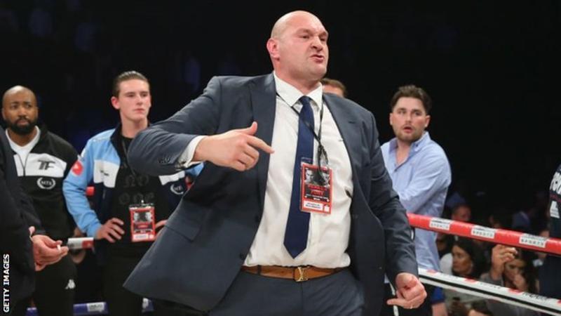 Bloodied Tyson Fury beats Wallin on points