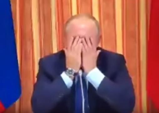Putinin qarşısında himni yanlış ifa etdilər - Video