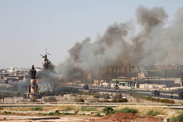 İraq ordusu Kərkükdə peşmərgə heykəlini yandırdı