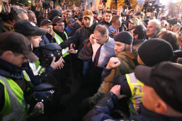 Сторонники Сааакашвили избили депутата - Видео