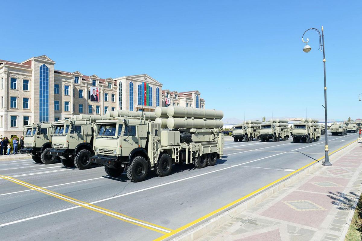 Ordumuzun parada çıxaracağı texnika: İrəvan təşvişdə - Video